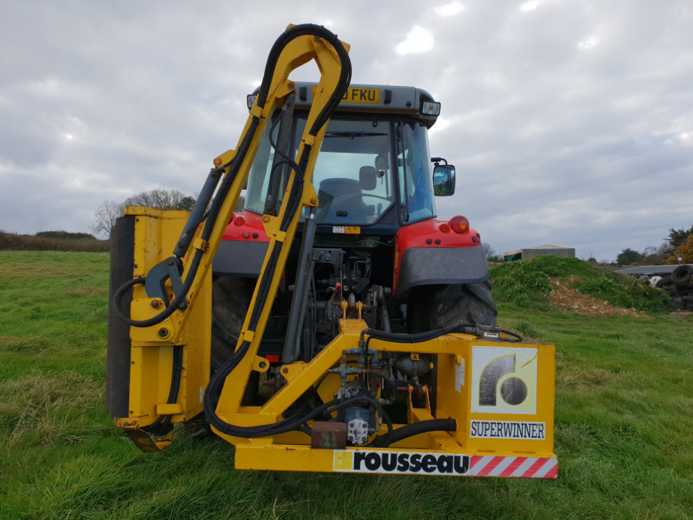 rousseau-tractor-mounted-hedgecutter