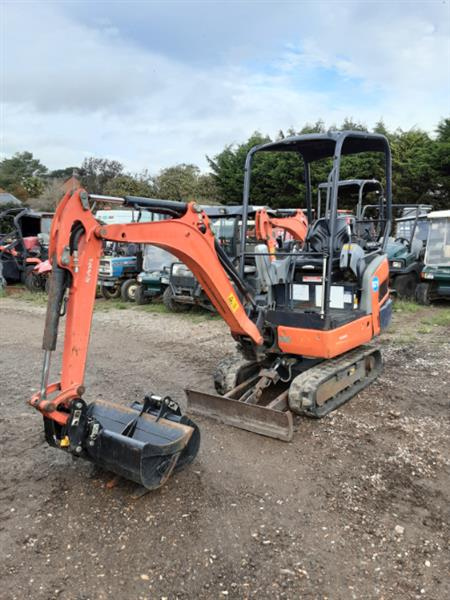 kubota-kx015-4--15t-excavator-with-rubber-tracks-and-rops-frame-2014