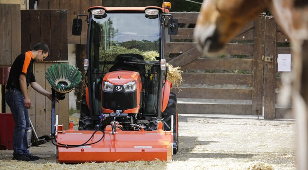 kubota-b2231-23hp-compact-tractor;-hydro-static-transmission;-cab