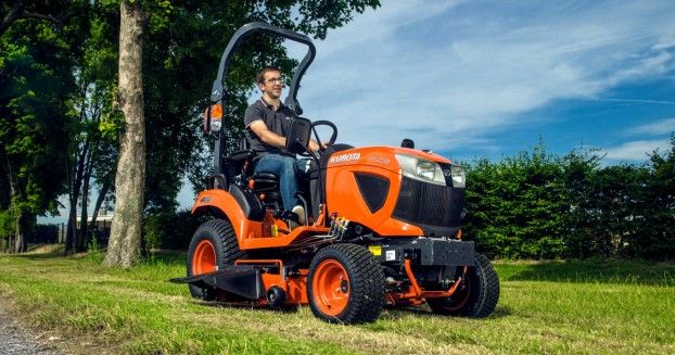 kubota-bx231-compact-tractor;-hydrostatic-transmission;-rops